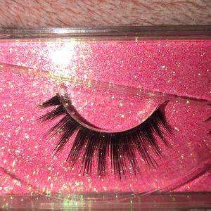 Makeup - eyelashes